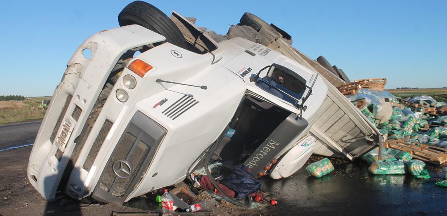 RUTA 228 vuelco camion